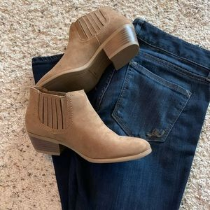 American Eagle Booties, Sz 6 Suede NWT & Box